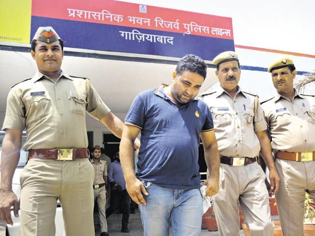 Ghaziabad,Robbery,Cigarettes