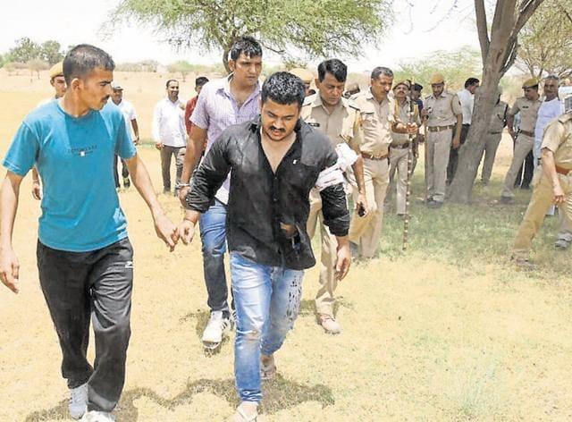 Police with arrested criminal Virat Yadav (black shirt) in Bikaner on Thursday.