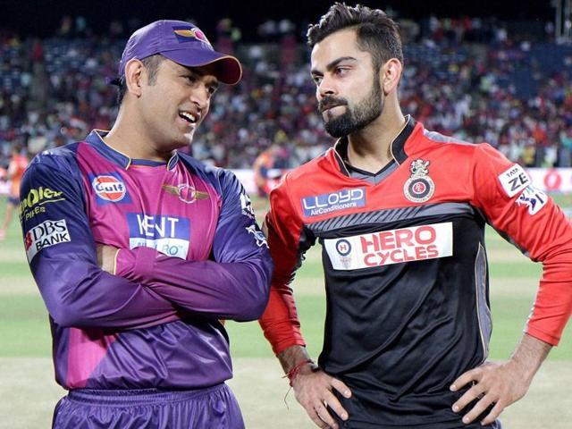 Rising Pune Supergiants captain MS Dhoni and Virat Kohli Captain of Royal Challengers Bangalore.