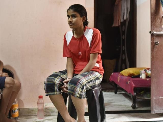 Priyanka prevented a burglary by helping in getting one of the thieves caught in New Delhi .
