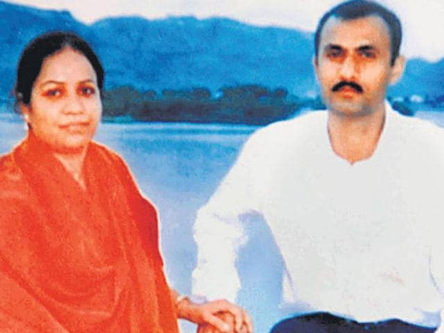 Sohrabuddin Sheikh with his wife Kauser Bi.  The Gujarat ATS was embroiled in a number of controversies including the alleged fake encounters of gangster Sheikh, his wife and associate Prajapati in 2005.