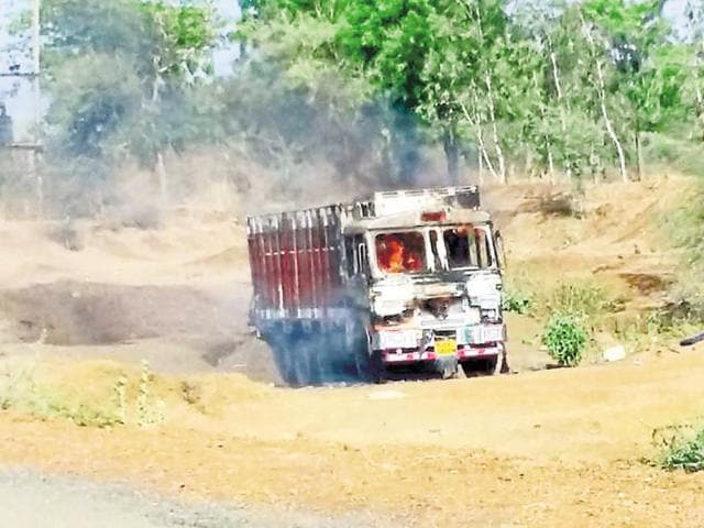 The truck set ablaze by vigilante groups at Choti Sadri.