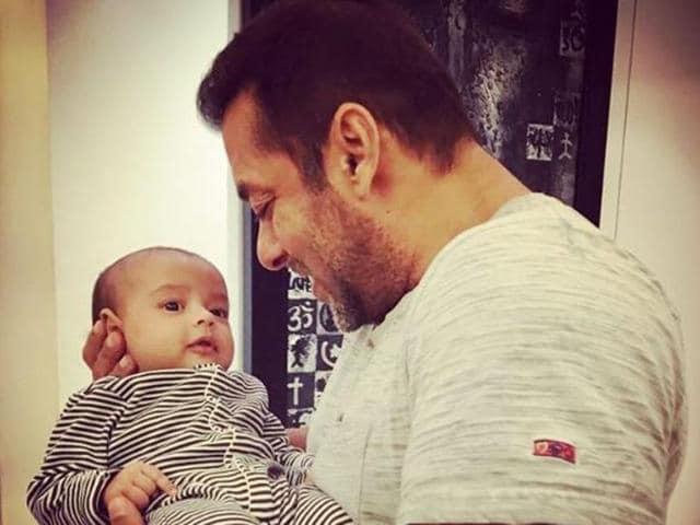 Salman Khan with Ahil. (Instagram)