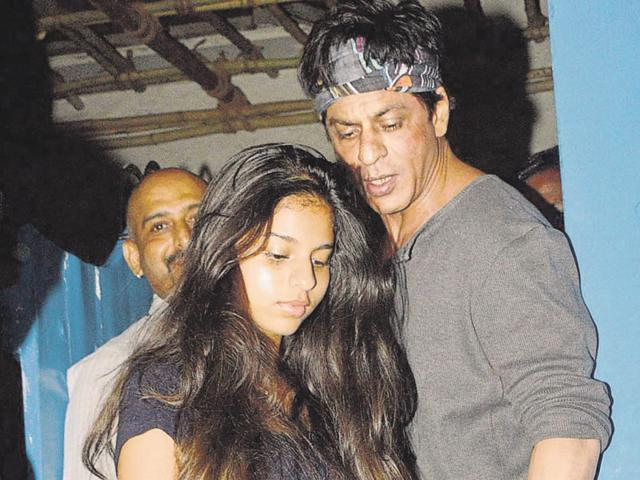 Shah Rukh Khan and daughter Suhana exit the restaurant after a relaxed dinner together.