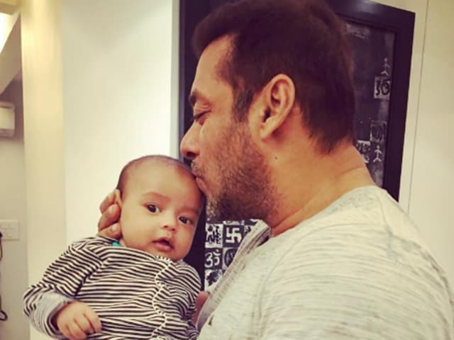 Salman Khan kisses nephew Ahil.