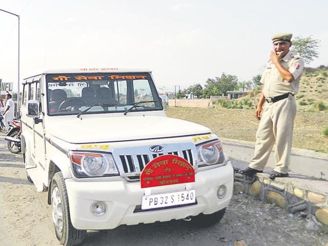 Punjab Gau Sewa Commission chairman Kimti Bhagat, who reached the spot, said Krishnanand was opposing setting up of slaughterhouses and he was facing threat to his life.(HT Photo)