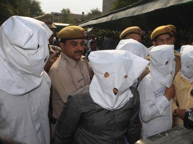 The Delhi Police on Friday blew the lid off a kidney trade racket at the prestigious Indraprastha Apollo Hospital, arresting two of its secretarial staff and three touts.