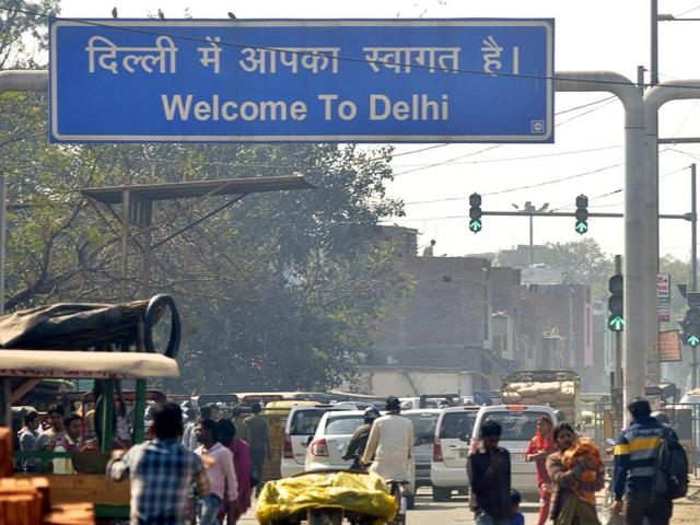 The total number of vehicles that enter Delhi daily is almost equal to the number that is registered in the city in a year.(Sakib Ali/ HT file photo)
