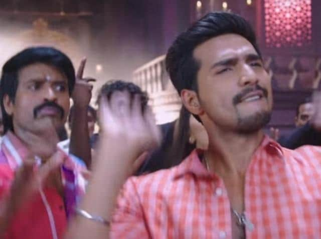 Ezhil's Velainu Vandhutta Vellaikaaran could have been a delightful spoof but the film is allowed to slip into a mindless mess.