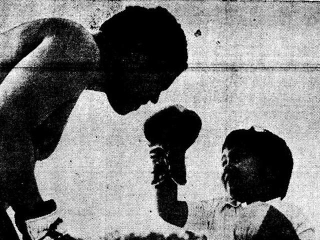 Even a mighty Muhammad Ali didn't daunt this young 'challenger' at an exhibition bout in New Delhi.(K K Chawla / HT Photo)