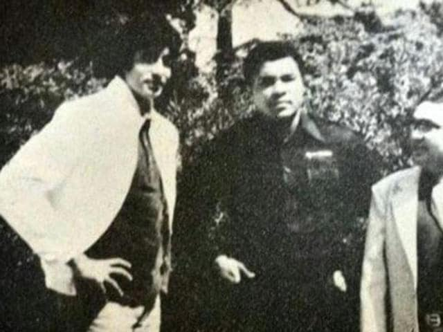 Amitabh Bachchan with Mohammad Ali in Los Angeles. (Twitter)