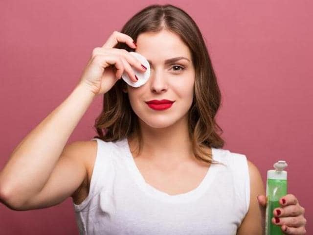 A new survey indicates that most women are confident even if they step out without make-up for the special meeting.