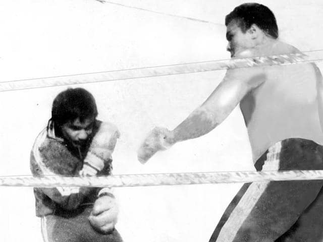 Rocky Brass (left) during the 1980 exhibition bout with Muhammad Ali in Chennai.