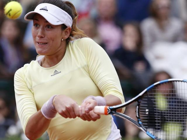 Garbine Muguruza returns the ball against Serena Williams in the French Open 2016 final.