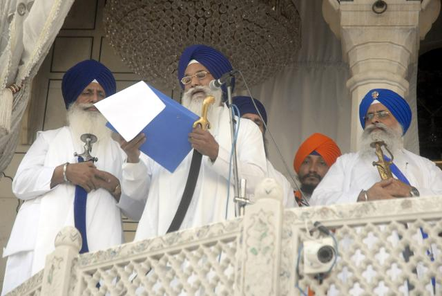 Akal Takht jathedar Giani Gurbachan Singh issuing a hukamnama (religious edict) to excommunicate five US Sikhs, at the Golden Temple in Amritsar on Saturday.