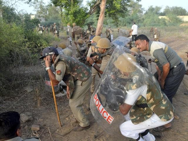 Jawahar Bagh, which had been teemed with thousands of encroachers who set up their tents for a couple years, wore an eerie silence as policemen blocked its only entry point