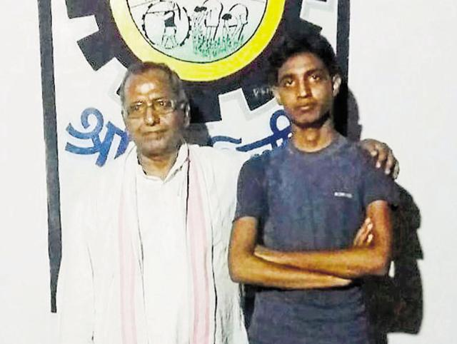 Janishar Ansari (R) with senior RSS leader S N Singh, who mentored the teen, at Patratu in Ramgarh. Ansari is the first from his village to score 10 CGPA in he CBSE boards exams.