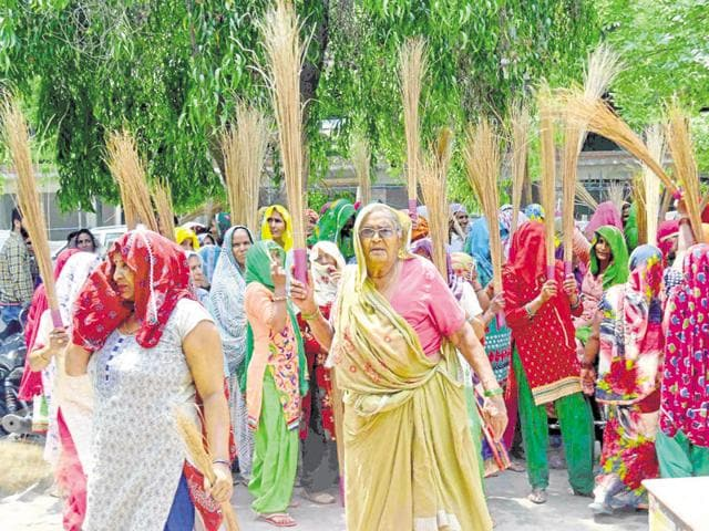 Upset over long power cuts, women in Greater Noida on Friday protested against Noida Power Corporation Limited.