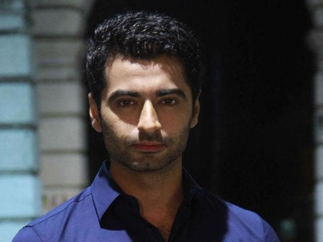 Harshad Arora is now in the news for his alleged closeness with to co-actor, Tridha Choudhary.