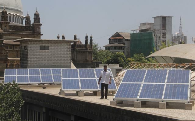 SBI, World Bank sign Rs 4,200 crore deal for solar programme