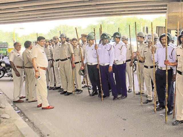 Large number of police personnel were deployed at intersections that protesters blocked in the first round of the stir