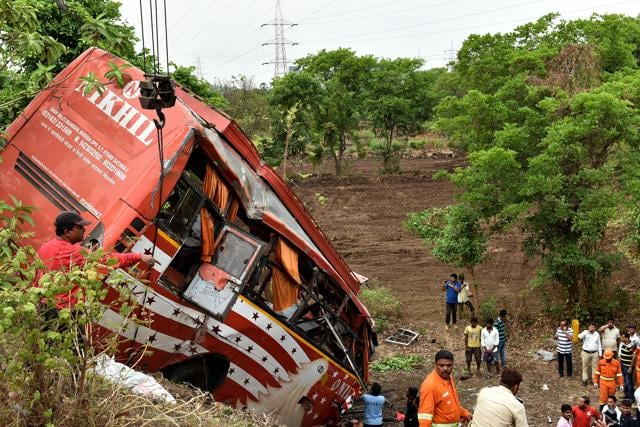 Seventeen people died and 47 others were injured when a luxury bus crashed into two stationary cars on the Mumbai-Pune expressway.