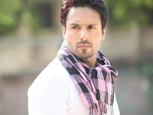 """""""I don't want to be slotted as an actor who has a good body. I love keeping fit, and I can take off my shirt anytime and look good. That's the easy part as I workout regularly. But I feel there are some roles that require you to look ordinary, without bulging biceps,"""" says Iqbal Khan."""