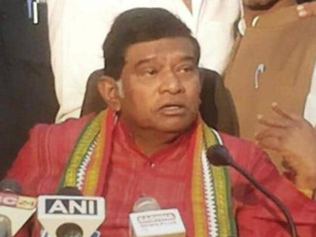 Raipur: Former Chief Minister of Chhatisgarh Ajit Jogi addressing a press conference in Raipur on Sunday.PTI Photo (PTI1_3_2016_000172A)