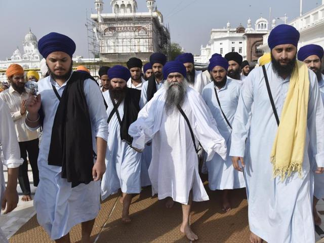 Taksal head Harnam Singh Dhumma (centre) said the Union government should return an arrow and a sword of slain militant leader Jarnail Singh Bhindranwale.