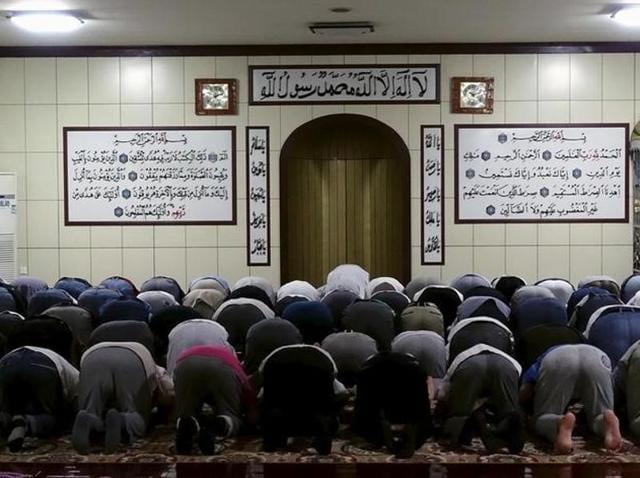 Muslims pray at a mosque during Ramadan in Urumqi, Xinjiang Uighur Autonomous Region. Picture taken July 6, 2015.
