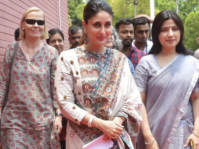 Actor Kareena Kapoor Khan, who was clicked at a recent event, seemed to be hiding her baby bump.