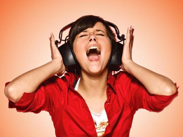 Experts say that teenagers who experienced tinnitus were more likely to have a significantly reduced tolerance for loud noise which is a sign of hidden damage to the nerves that are used in processing sound.