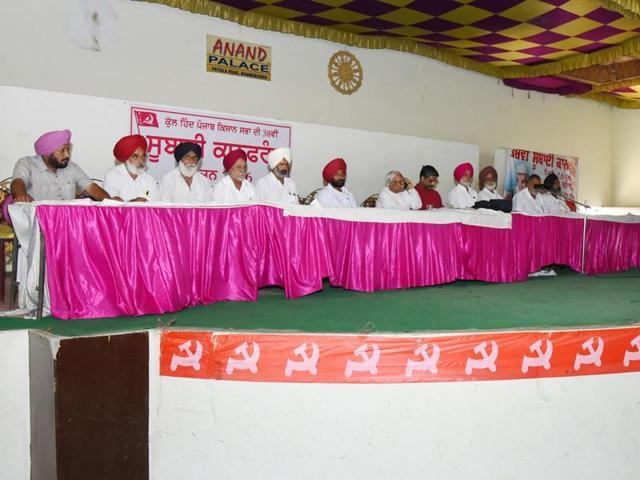 All India Kissan Sabha national general secretary Sukhwinder Singh Sekhon addressing the farmers at Bhawanigarh on Monday.