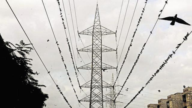 Power cuts returned to the city on Thursday as a major snag led to a shortfall of 800 megawatts, affecting parts of south and central Delhi.