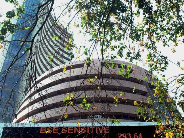 Sensex up by 106 points, banks lead gains | business | Hindustan Times