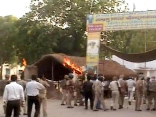 Twenty nine people, including a Superintendent of Police and an SHO, were been killed in violent clashes between police and encroachers that broke out in Bagh Park, Mathura on June 2.