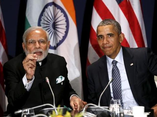 US President Barack Obama (R) and Prime Minister Narendra Modi at the climate change summit in Paris in 2015.
