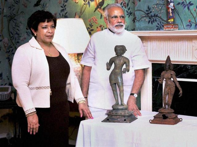 Prime Minister Narendra Modi with US attorney general Lorett Lynch during the ceremony for return of idols in Washington DC on Monday.