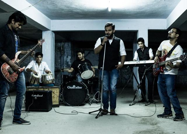 The six-member band Rangreza will be perform at the finale.