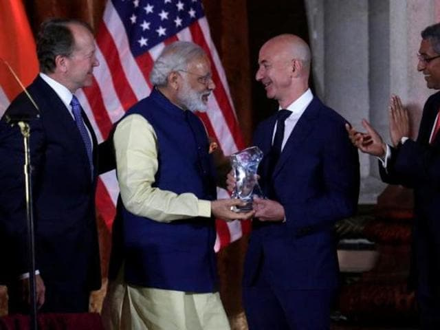 India's Prime Minister Narendra Modi (L) presents the Global Leadership Award to Amazon CEO Jeff Bezos at the U.S.-India Business Council (USIBC) 41st annual Leadership Summit in Washington.