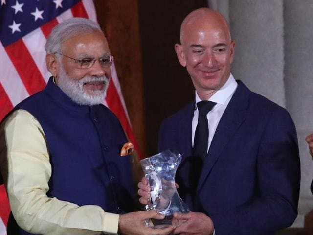Indian Prime Minister Narendra Modi (L) presents the 2016 USIBC Global Leadership Award to Amazon CEO Jeff Bezos during the 41st Annual Leadership Summit in Washington, DC, on Tuesday.