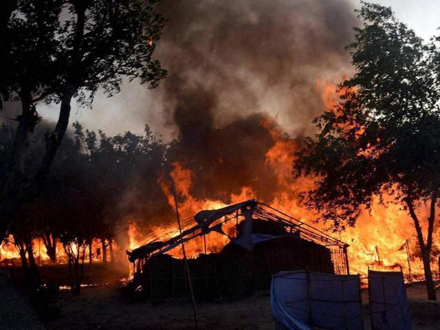 A fire break out after clashes between police and encroachers, believed to be of Azad Bharat Vidhik Vaicharik Kranti Satyagrahi, who were being evicted from Jawaharbagh in Mathura.