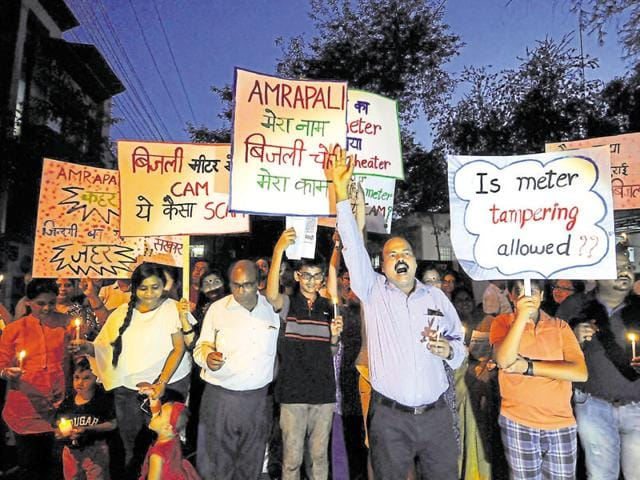 Holding placards and banners, residents shouted slogans against realty firm Amrapali Group and the police