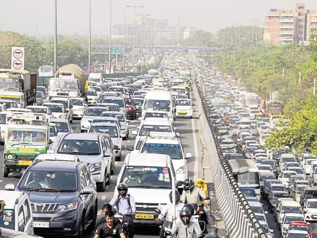 An accident on the Delhi-Gurgaon Expressway led to a traffic jam on NH-8 that lasted for more than three hours.