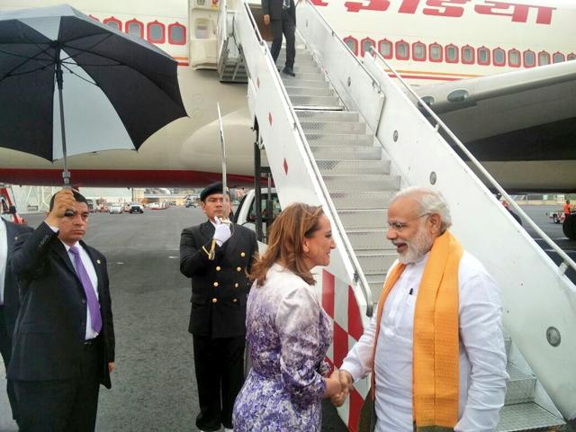 Prime Minister Narendra Modi is received by the Mexican foreign minister Claudia Ruiz Massieu at the Mexico City airport.