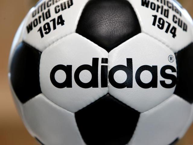 Adias has sponsored the Colombian football team's jerseys since 2011.