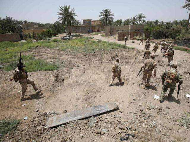 Iraqi soldiers patrol the streets of Saqlawiyah, north west of Fallujah, on June 8, 2016, during an operation to regain territory from the Islamic State (IS) group.