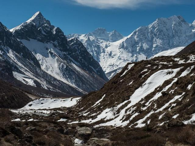 Standing at an altitude of 2,620 meters in Uttarkashi district, this Himalayan town surrounded by snow-capped mountains attracts domestic and overseas tourists round the year.
