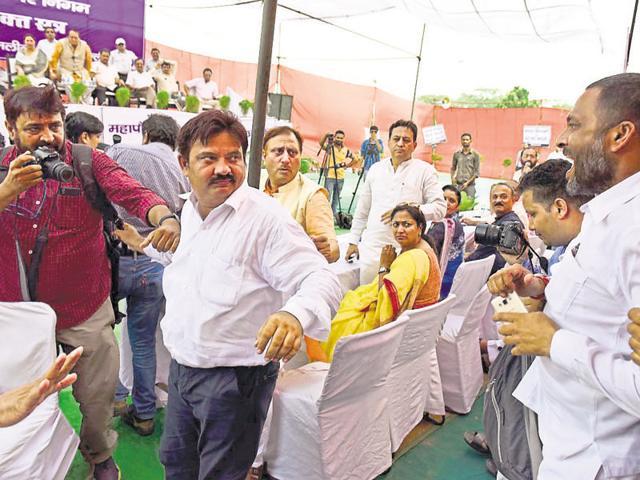 AAP councillor Rakesh Kumar (second from left) after he was assaulted by BJP members at Ramlila Maidan.