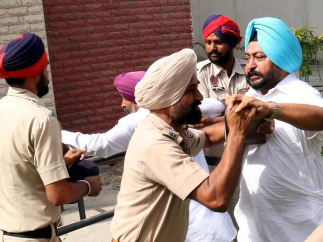 Investors in a scuffle with police while charging at Pearls Group chairman Nirmal SIngh Bhangoo after a court hearing in Bathinda on Friday.